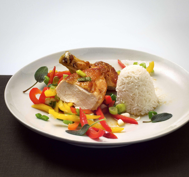 Maispoularde mit Paprikagemüse und Reis