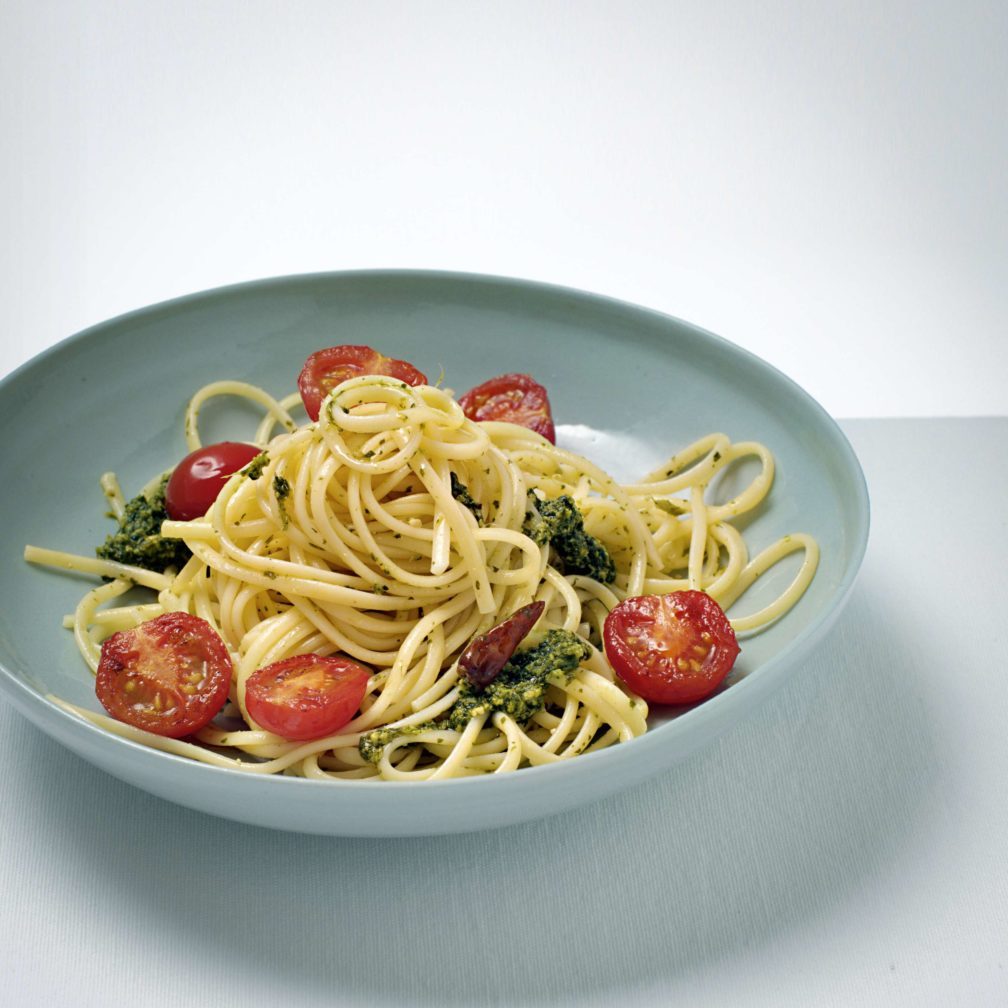 Spaghetti mit Korianderpesto und Tomaten