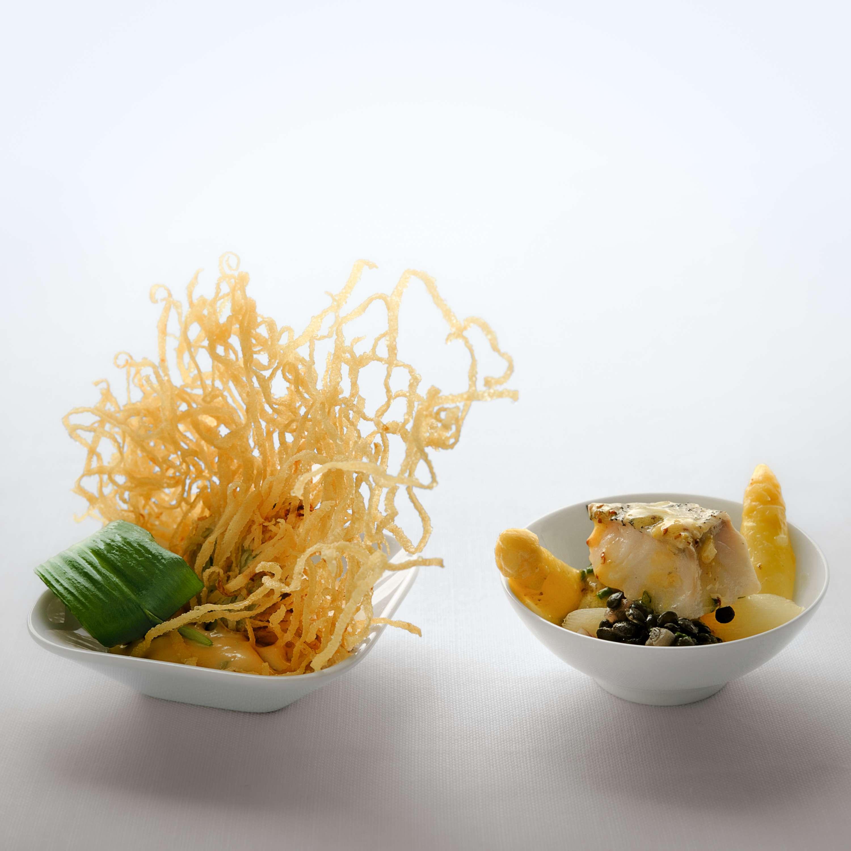 Spargelgemüse mit gedämpftem Schellfisch, Belugalinsen und Balsamico-Senf-Vinaigrette