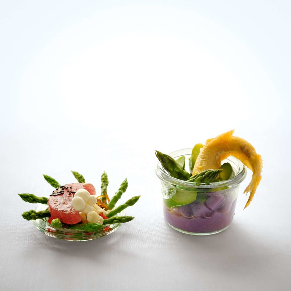 Thaispargel mit Bonitofilet, Glasnudelsalat und Enoki-Pilzen