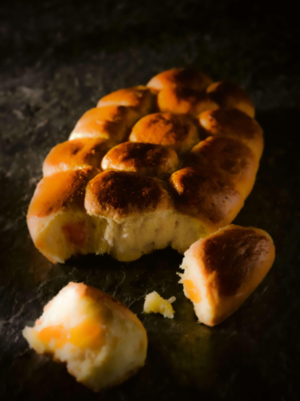 Süße Buchteln mit Aprikosenmarmelade