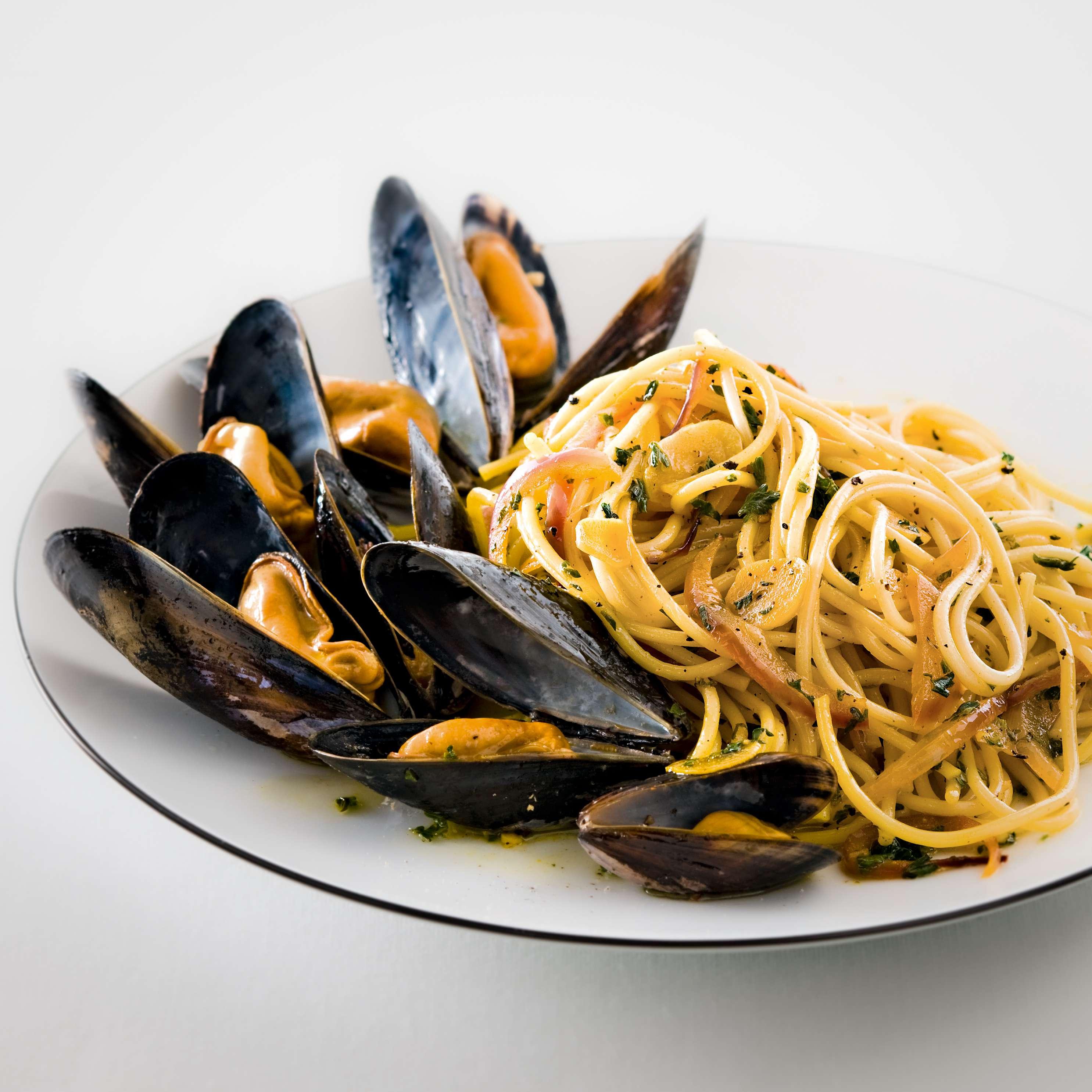 Muscheln mit Spaghetti Safran-aglio e olio