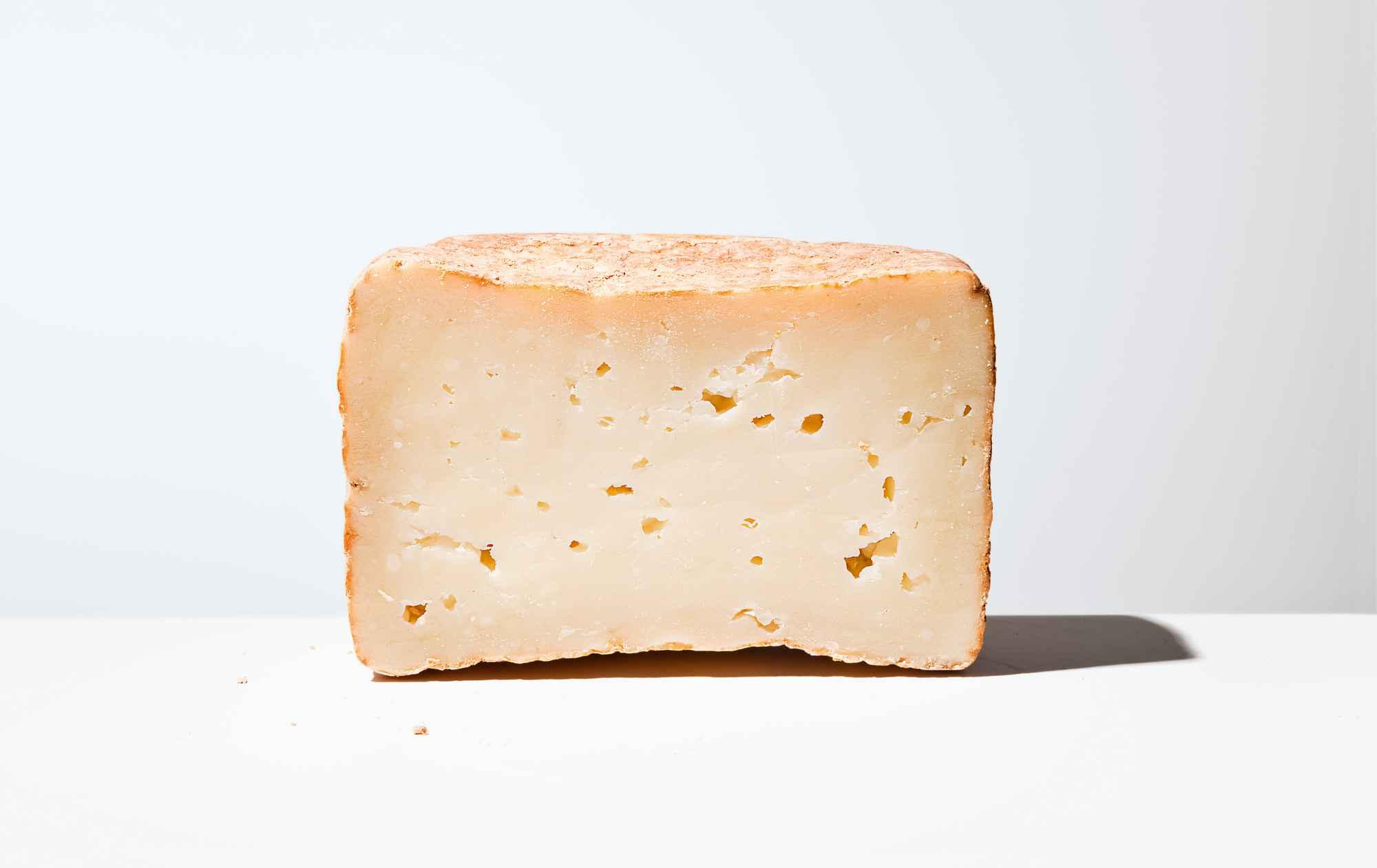 Shai Seltzer Cheese & Goats Raaya