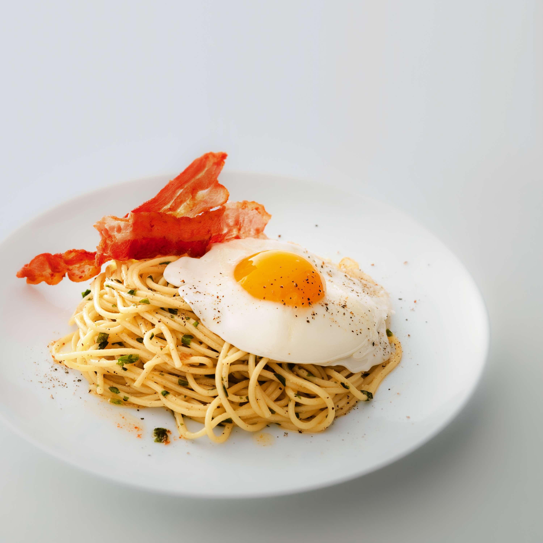 Bärlauch-Spaghetti mit Bacon und Spiegelei