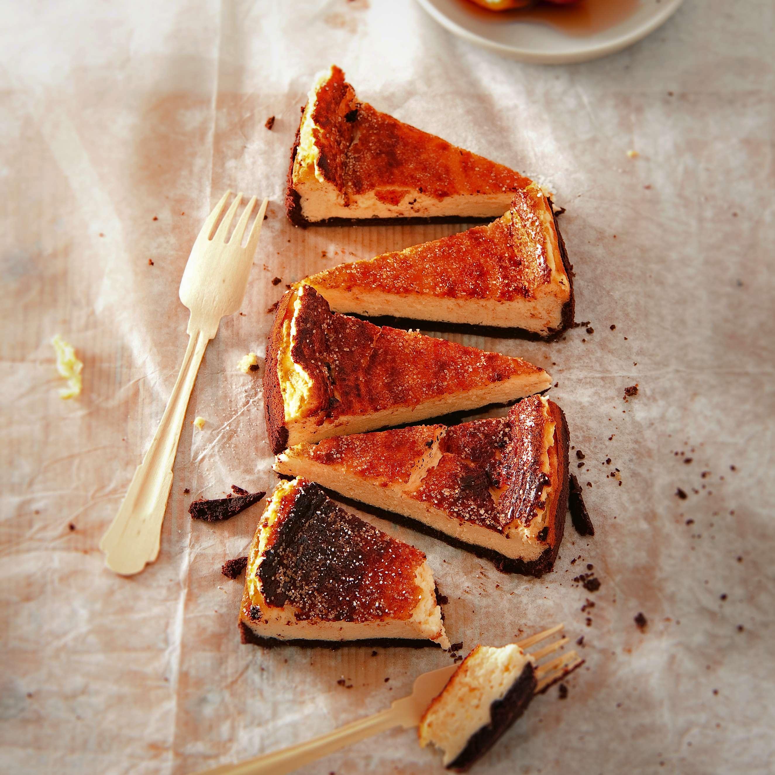 Käsekuchen mit geschmortem Pfirsich