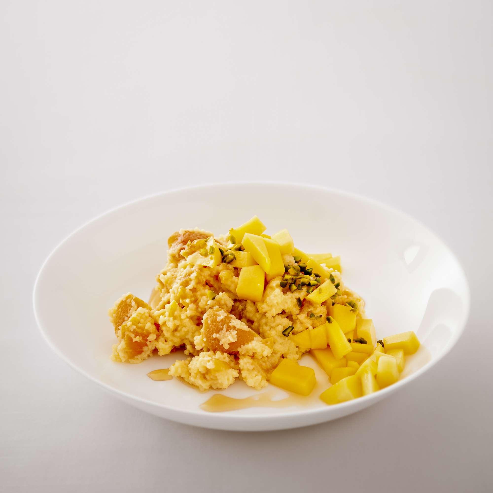 Süßes Orangen-Aprikosen-Couscous mit Mango