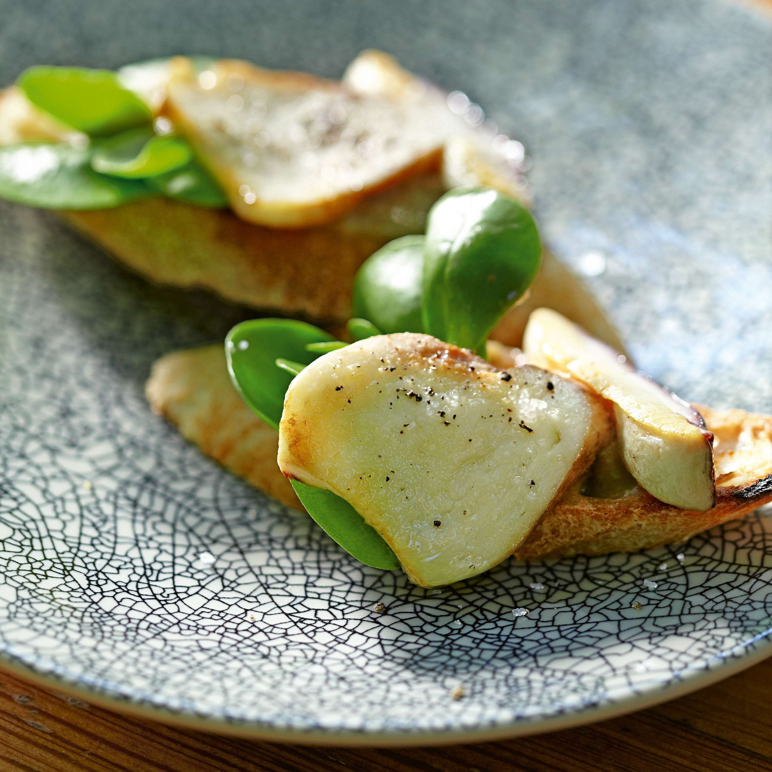 Crostini mit Steinpilz-Pesto