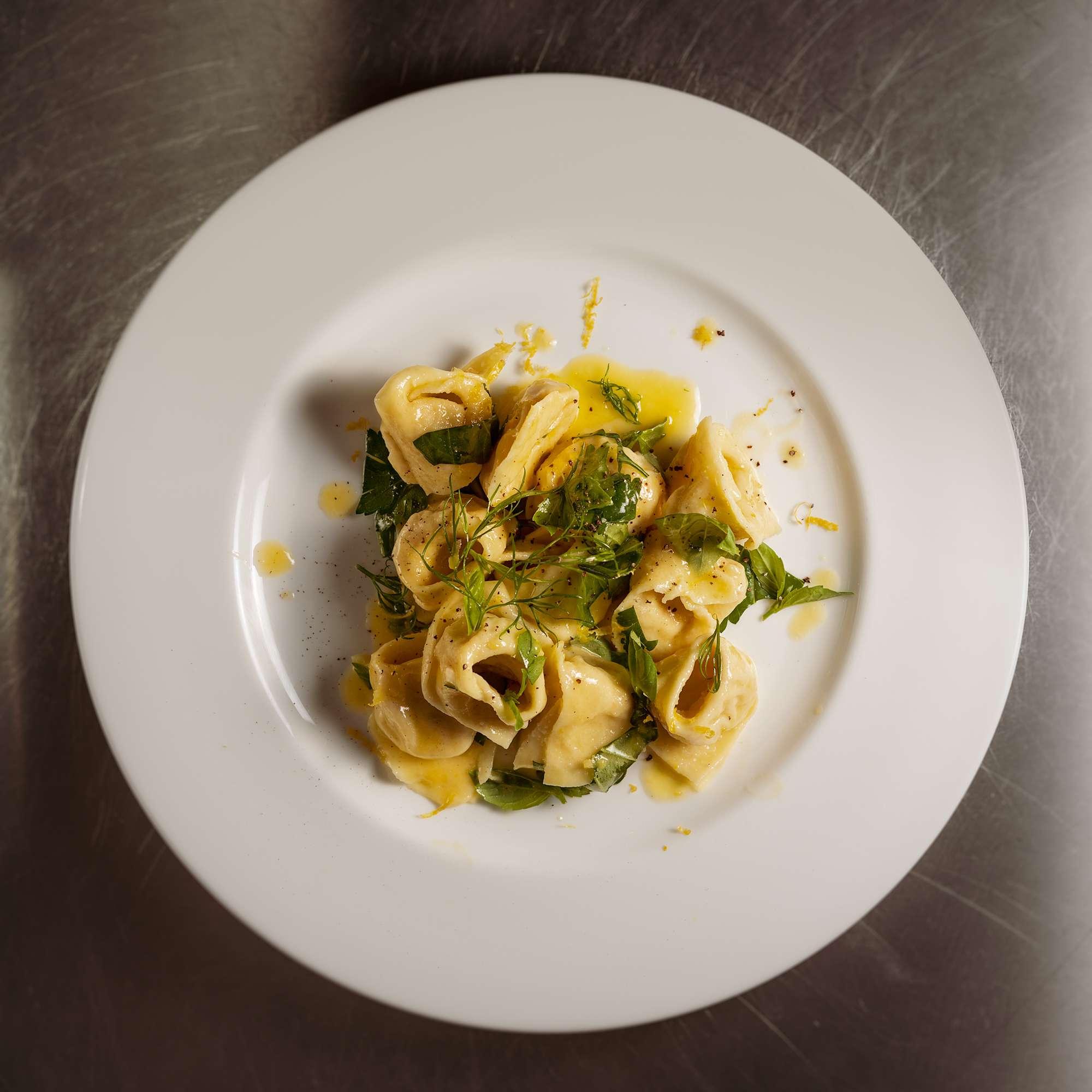 Ricotta-Pinienkern-Tortellini mit Zitronenbutter