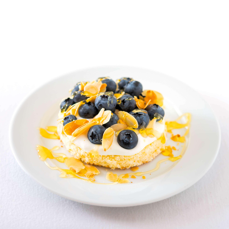 Blaubeertörtchen mit griechischem Joghurt und Blaubeeren