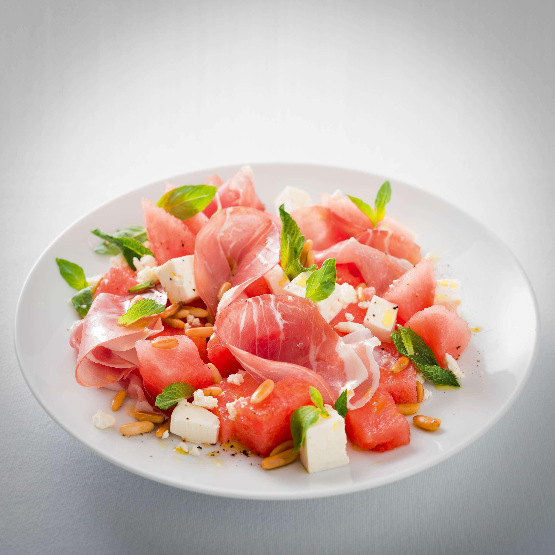 Griechischer Wassermelonensalat mit luftgetrocknetem Schinken und Fetakäse