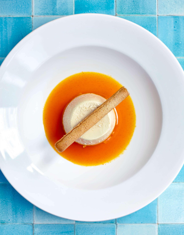 Mahleb-Pudding mit Kürbissirup (mahlepli pelte ve balkabağı sos)
