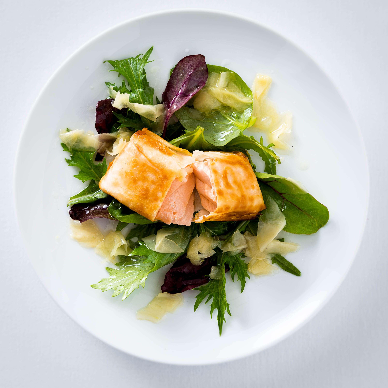 Knusperlachs auf Wasabi-Salat