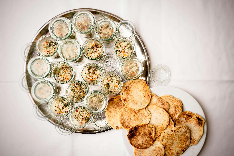 Forellen-Rillettes auf Kümmel-Fenchel-Brot