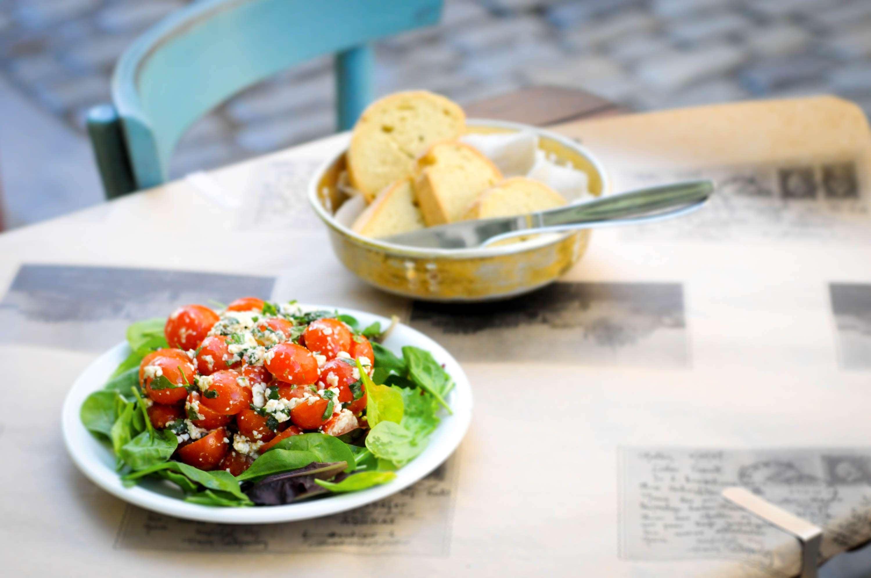 Tomatensalat mit Feta – Ntomatosalata Me feta ke diosmo