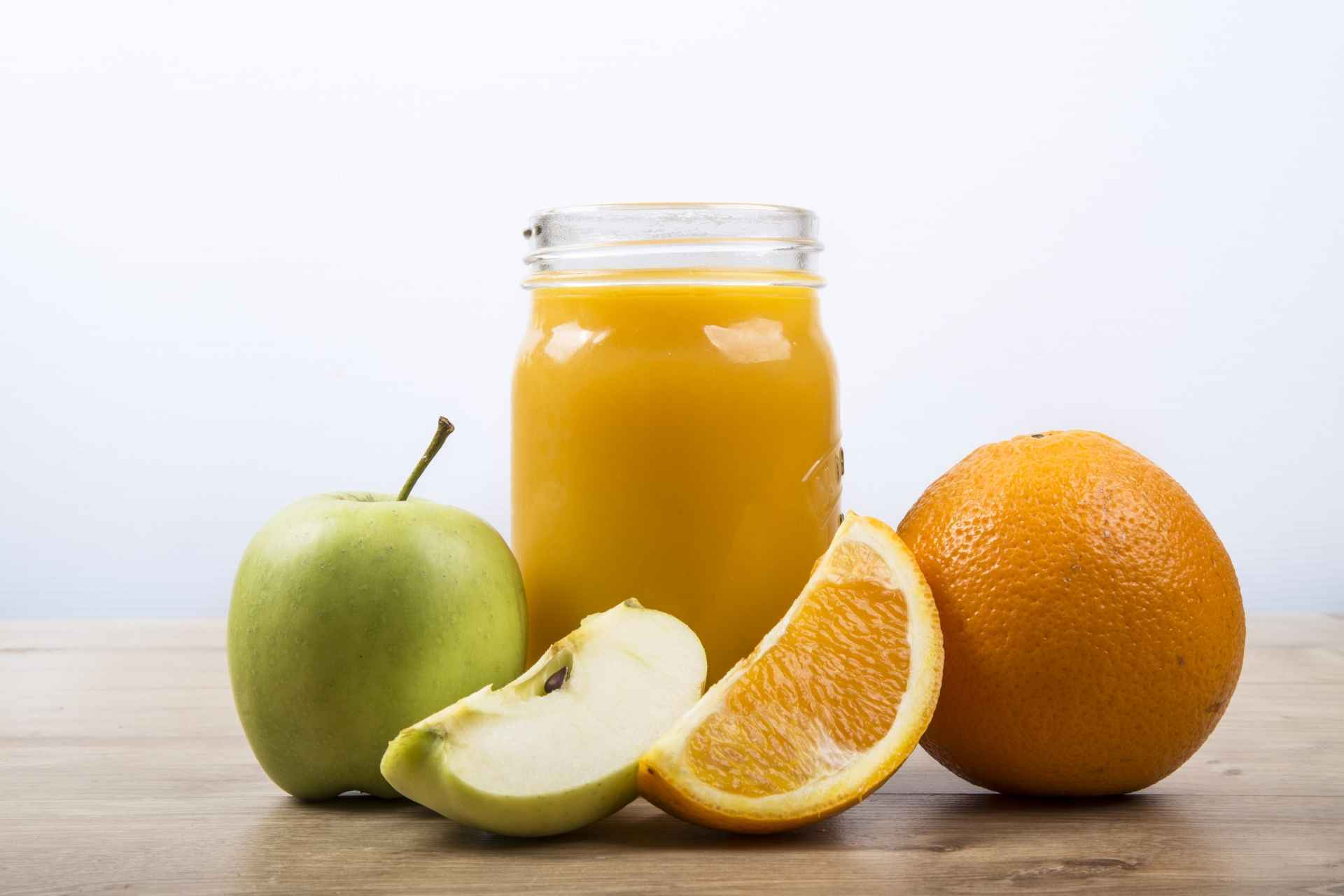 http://www.publicdomainpictures.net/view-image.php?image=189772&picture=orange-juice-and-apple-juice