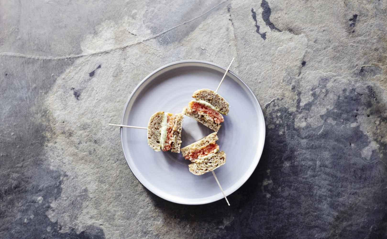 Fjordforellen-Burger | Treber-Brot | Sauerklee-Creme