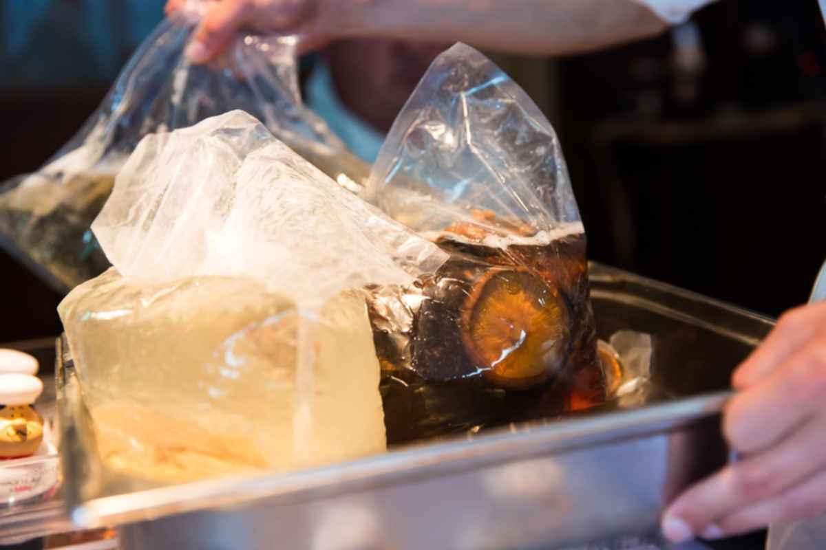 Wir testeten Auszüge von Parmesanrinde, getrockneten Tomaten, Shiitake Pilzen und Kombu Algen auf ihren Umami Gehalt. Die Fonds wurden im Sous-vide Garer von Julabo bei konstanten 65°C hergestellt, da dies die Optimale Temperatur ist um die Glutaminsäure aus den Lebensmitteln zu lösen.