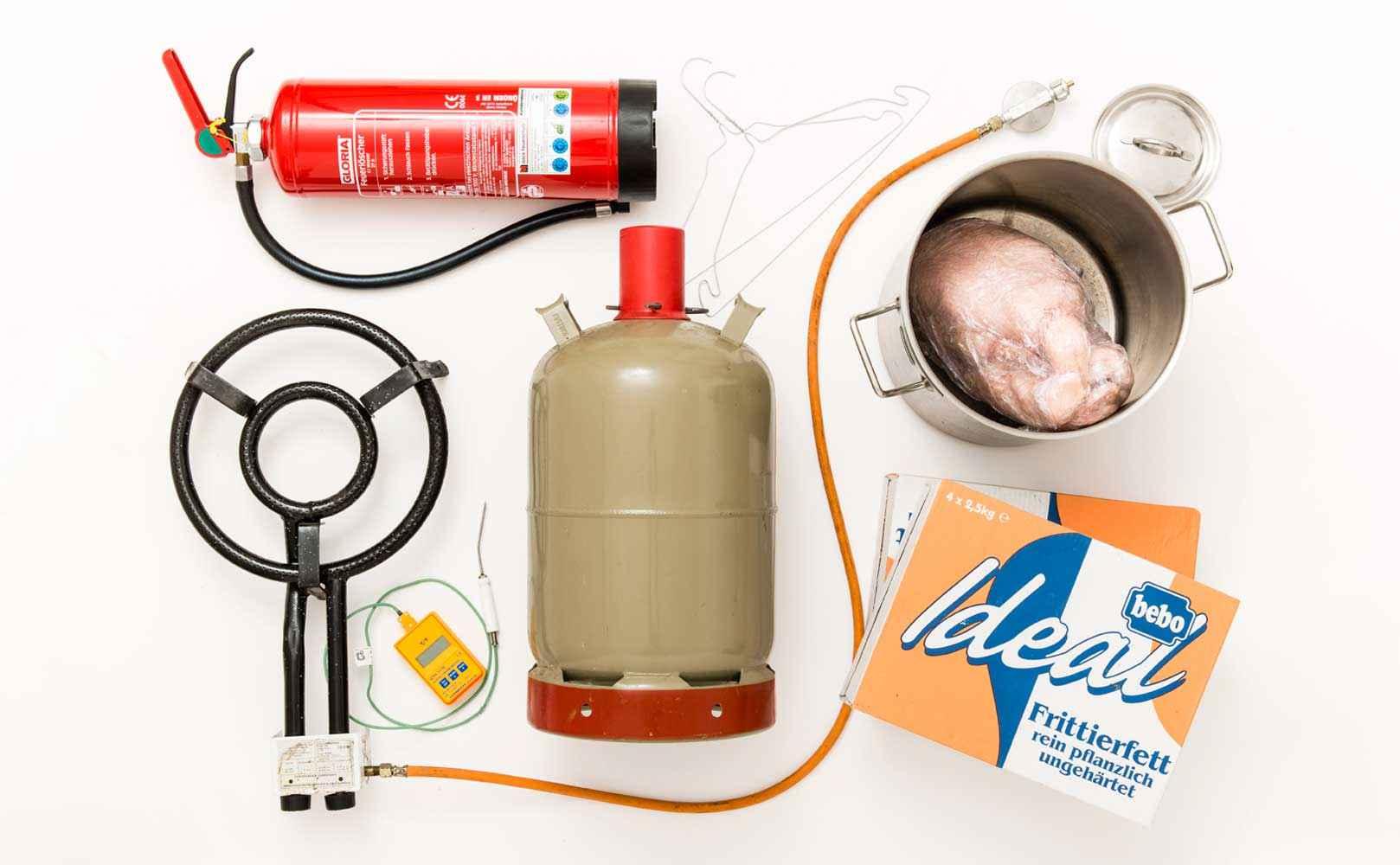 Feuerlöscher, standsicherer Gaskocher, Kochthermometer, Gasflasche, Drahtbügel, kleiner Deckel, sehr großer Topf,Frittierfett