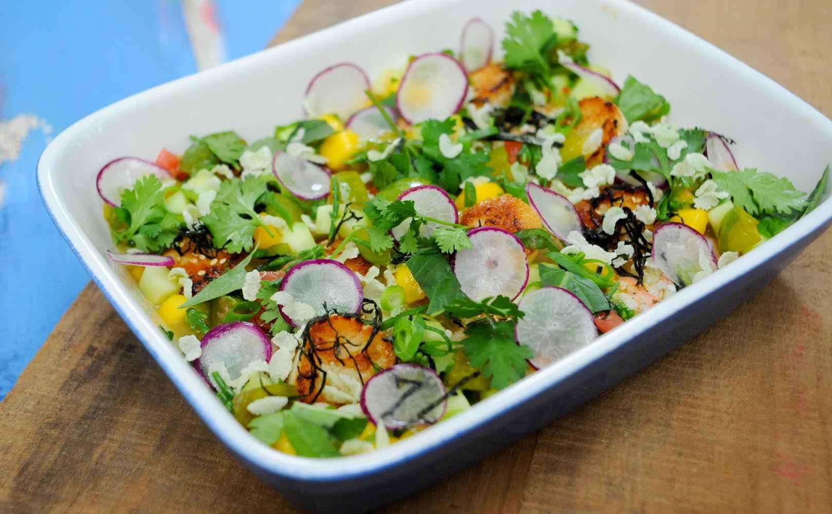 Rezept für Seafoodsalat mit Reineclauden, Salicornes, Grapefruit, Mango, Gurke und Koriander