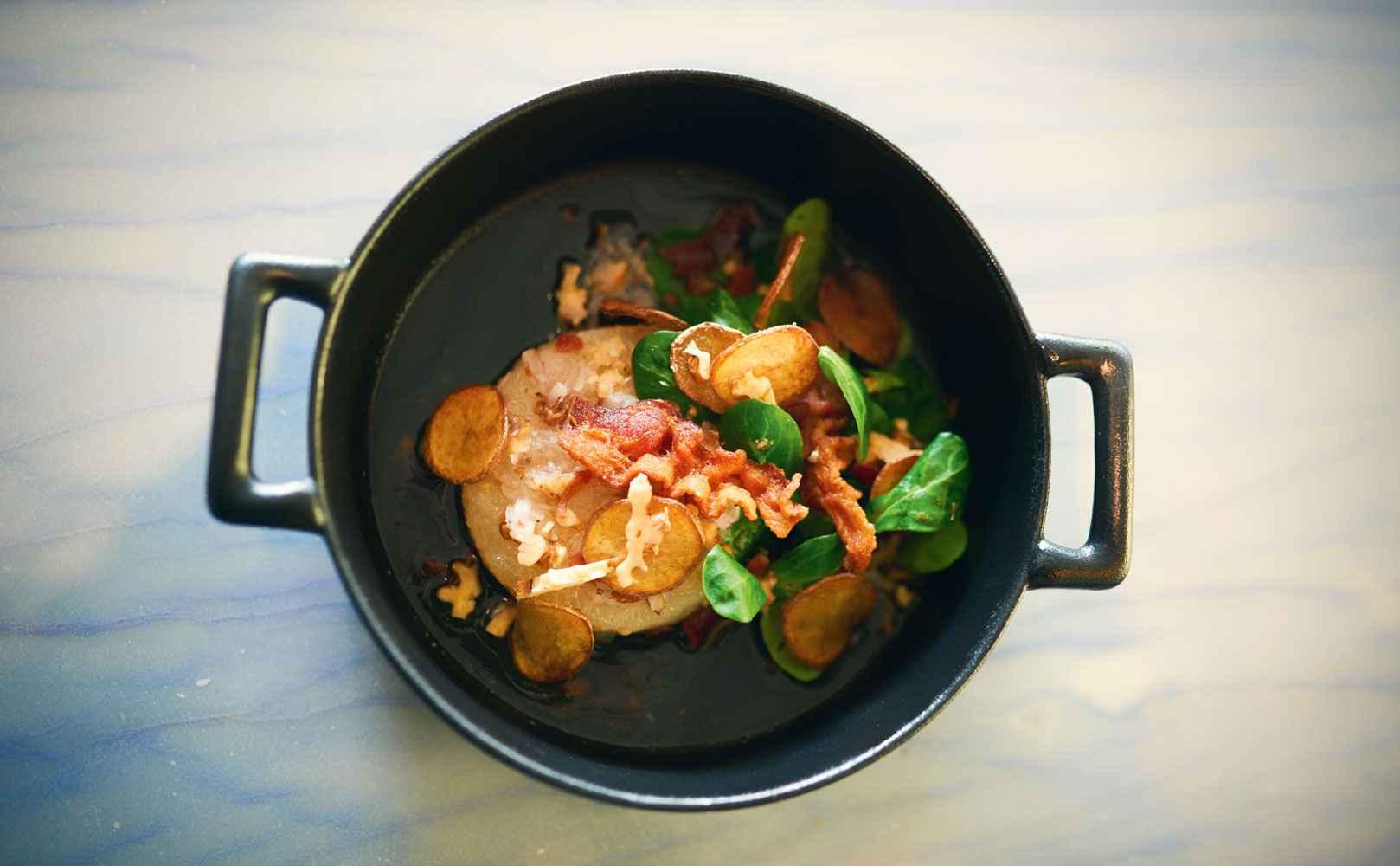 Rezept für Handkäs mit Walnüssen, Bacon, Feldsalat und Kartoffelchips