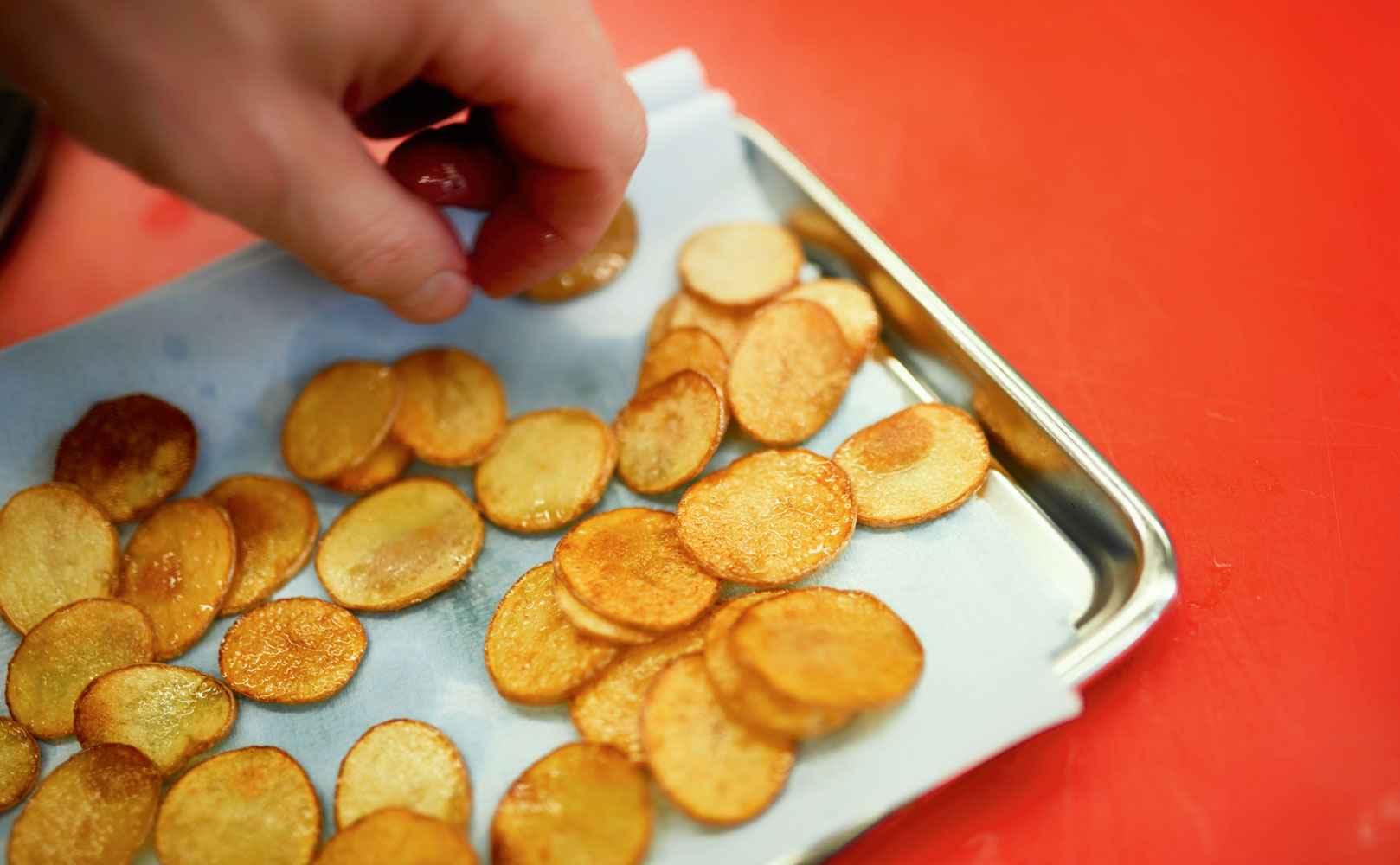 Kartoffelchips zum Handkäs