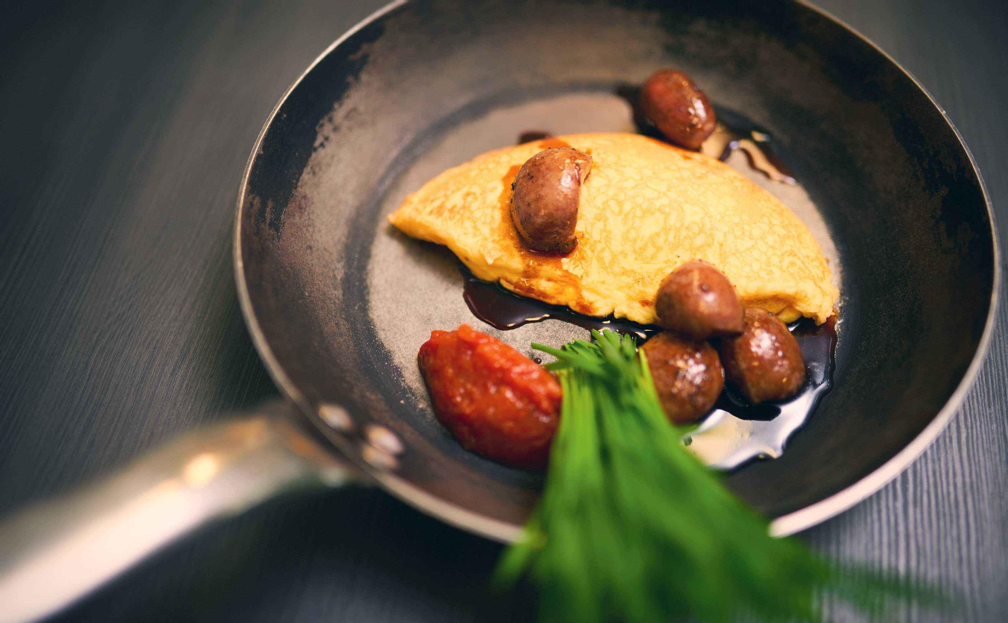 Rezept für Glacierte Kalbsnieren mit Mosto Cotto, Omelette und Weizengras