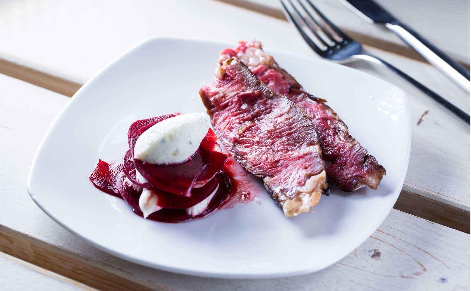 rezept f r marinierter rote bete spargel salat mit roquefort mousse effilee. Black Bedroom Furniture Sets. Home Design Ideas