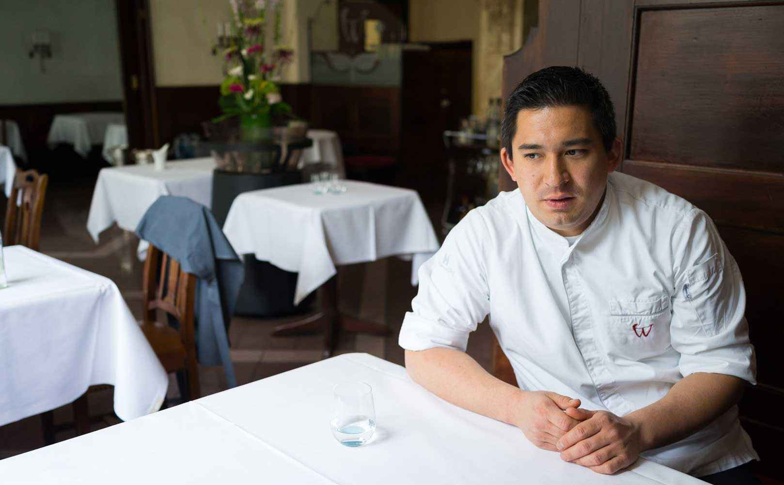 Tohru Nakamura im Restaurant