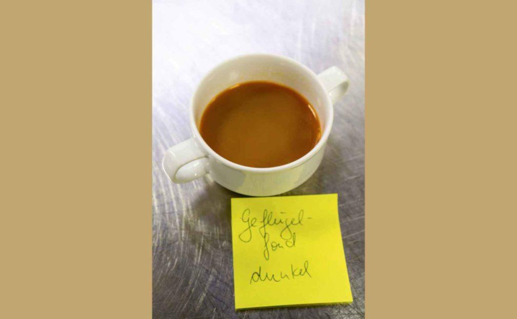 Rezept für Geflügelfond dunkel (fond de volaille)
