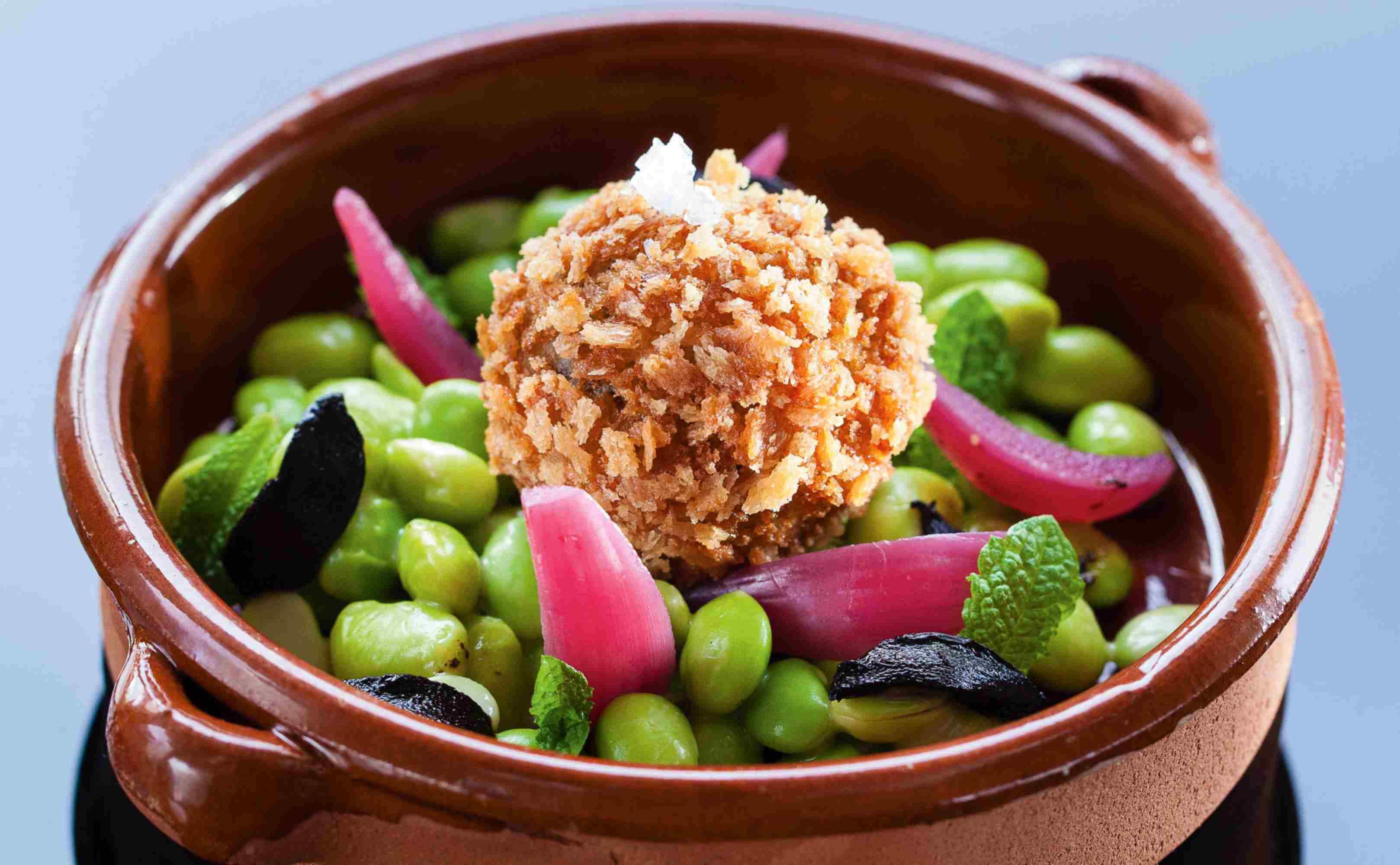 Go to Rezept für Knusprige Risottobällchen mit Champignons, Saubohnen und Muschelpulver