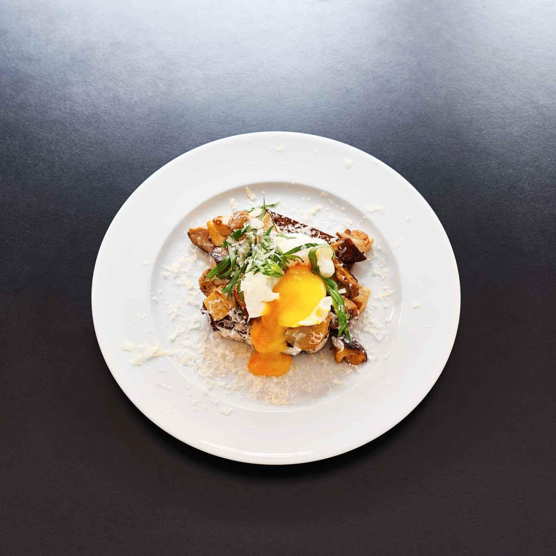 Go to Rezept für Steinpilze auf geröstetem Roggenbrot mit pochiertem Ei