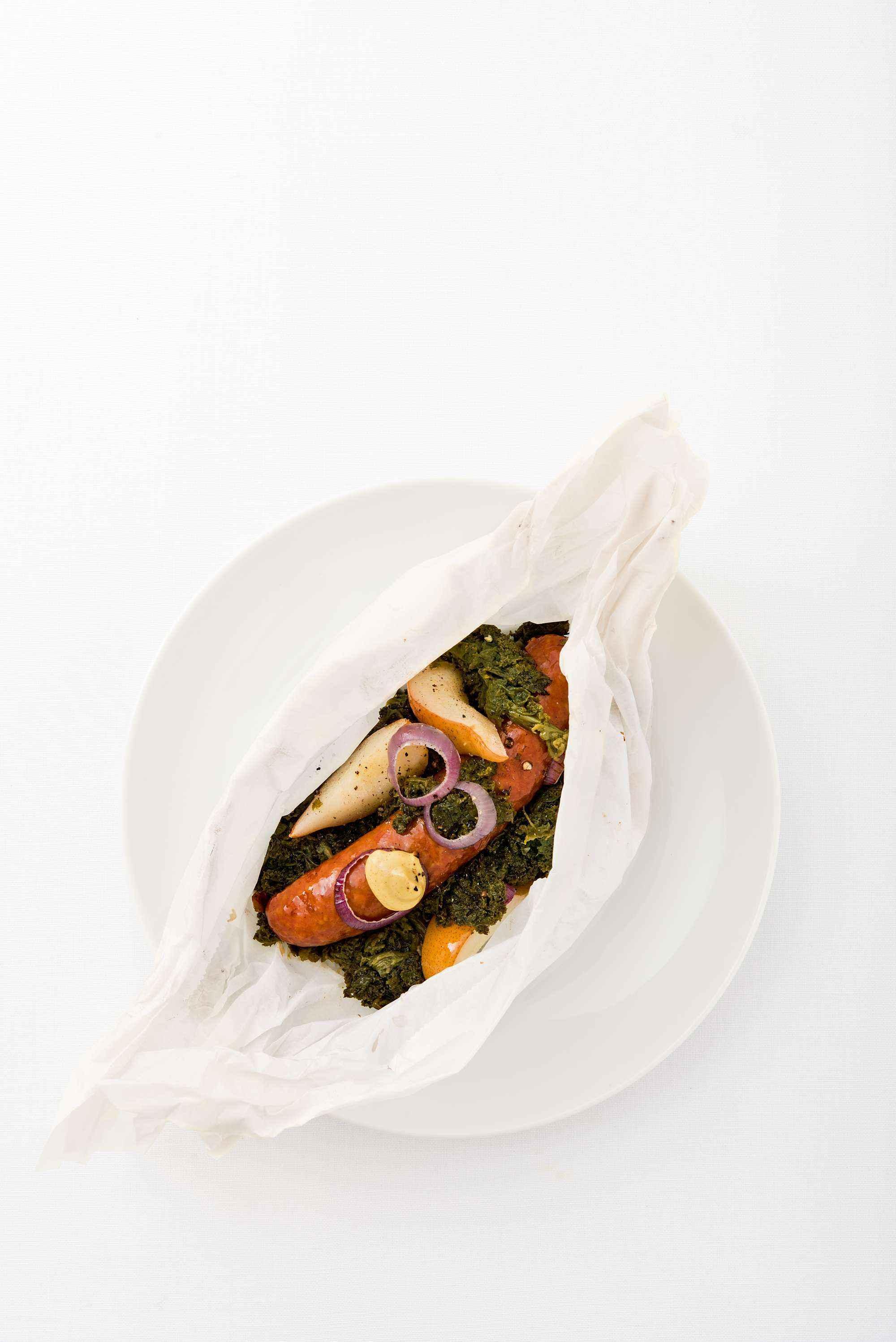 Rezept für Grünkohl mit Kochwurst und Birne en papillote