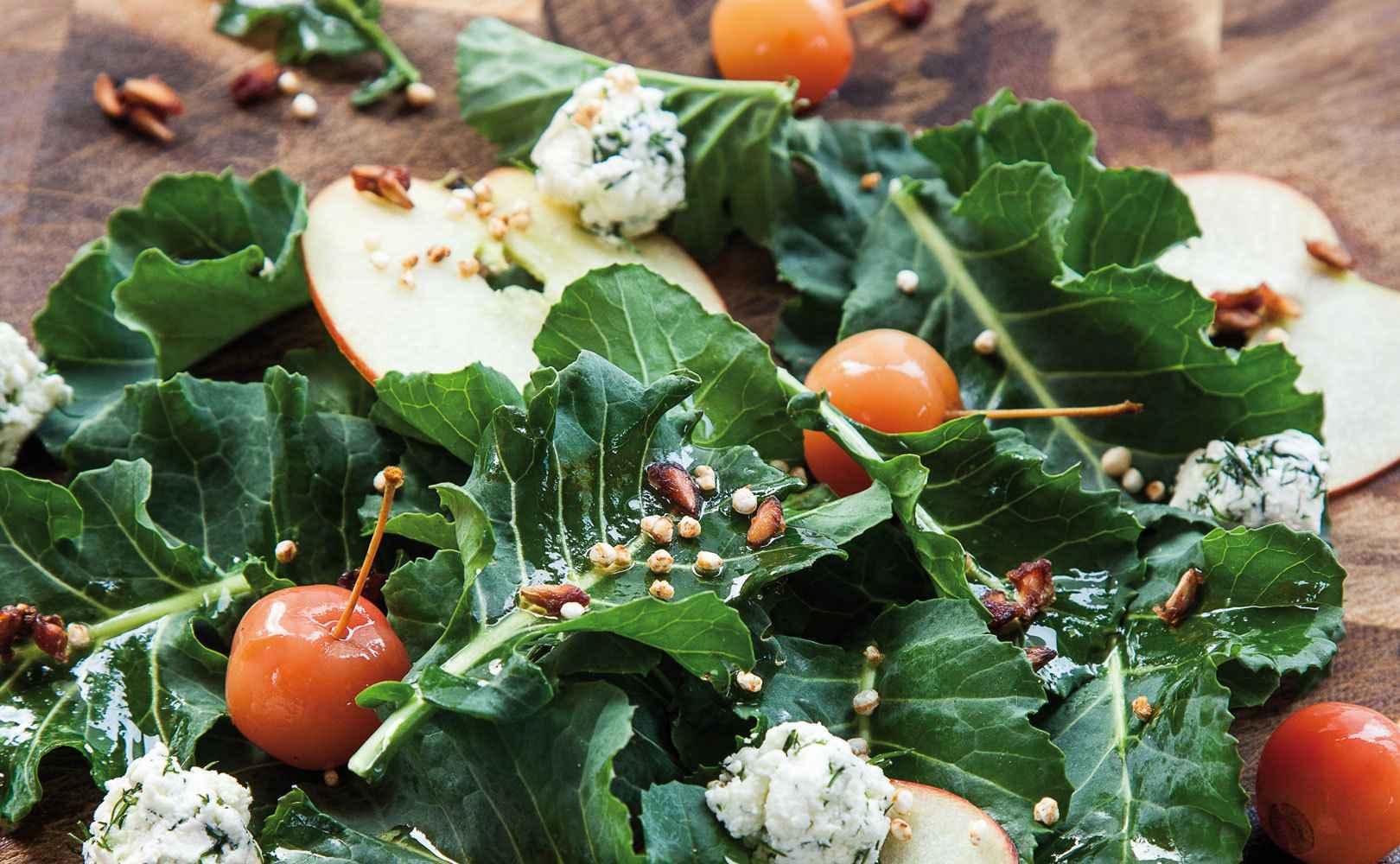 Brokkoliblätter-Salat mit fermentierten Red Sentinel und hausgemachtem Ziegen-ricotta