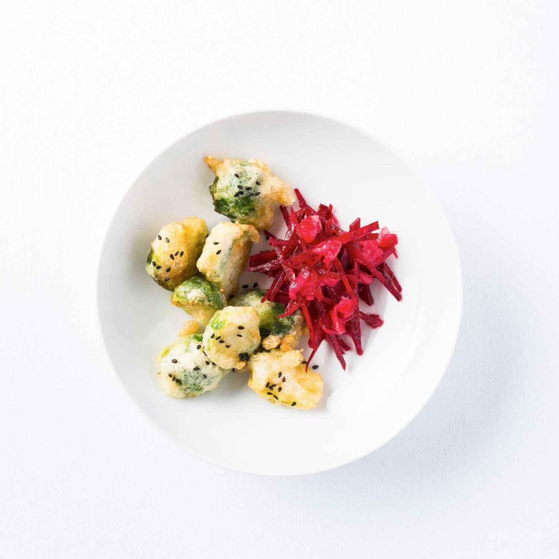 rezept f r rosenkohl tempura mit rote bete ingwer salat effilee. Black Bedroom Furniture Sets. Home Design Ideas