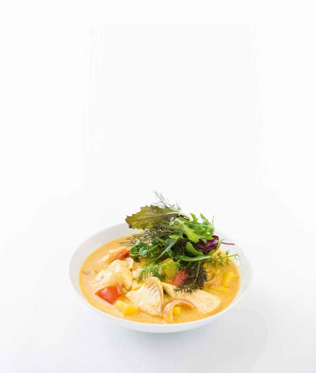 Kartoffel-Fischcurry mit Kräutersalat
