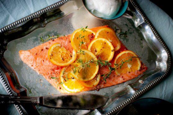Orangen-Lachs mit Meerrettich-Joghurt