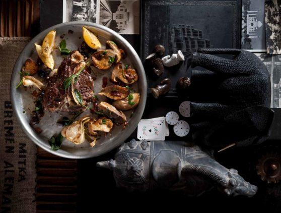 T-Bone-Steak vom Kalb mit Balsamico-Steinpilzen
