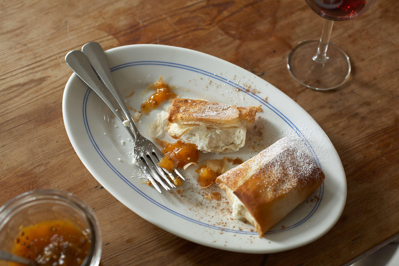 Ziegenkäse-Pastilla mit Aprikosen-Chutney
