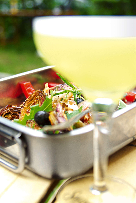 Salate & Drinks: Kaninchensalat mit Paprika, Poverade, Knoblauch und Kräutern & The Gherkin