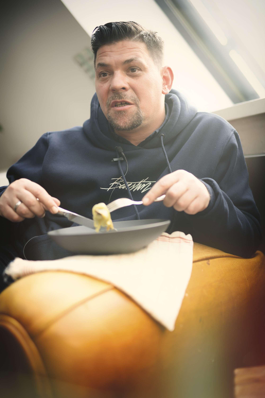 Ein Teller von Tim Mälzer: Kohlroulade von der Ente mit Steinpilzen und Semmelknödeln