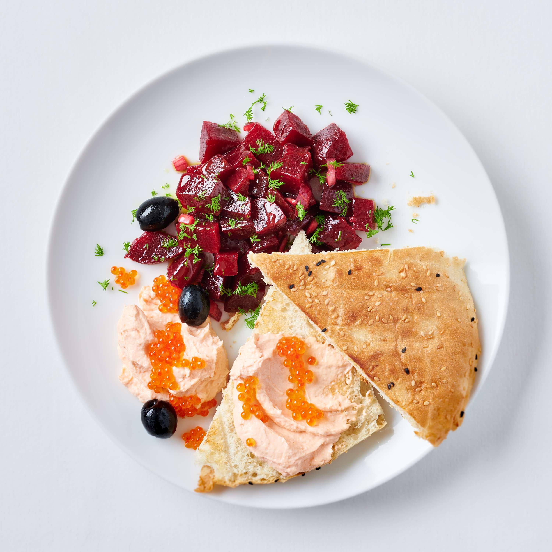 Taramosalata mit scharfem Rote-Bete-Salat