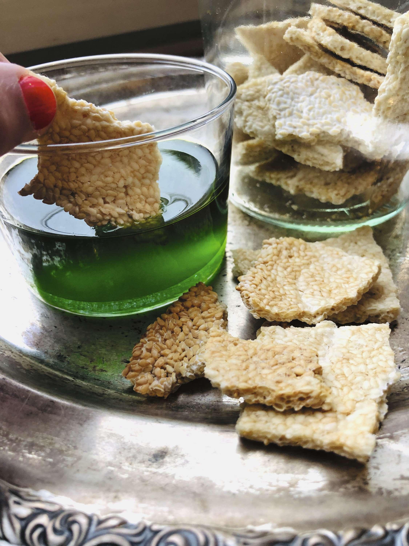 Petersilien-Minz Öl mit Sesamcrackern