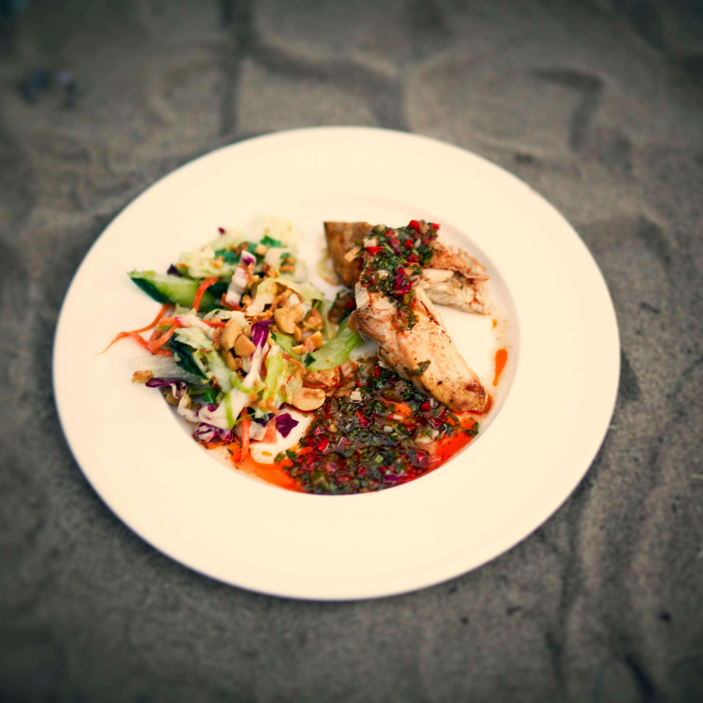 Halbes Hähnchen mit Gado-Gado-Salat