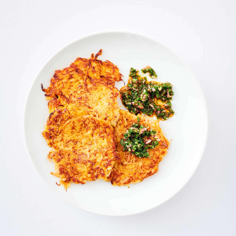 Sauerkraut-Kimchi-Puffer mit Chimichurri