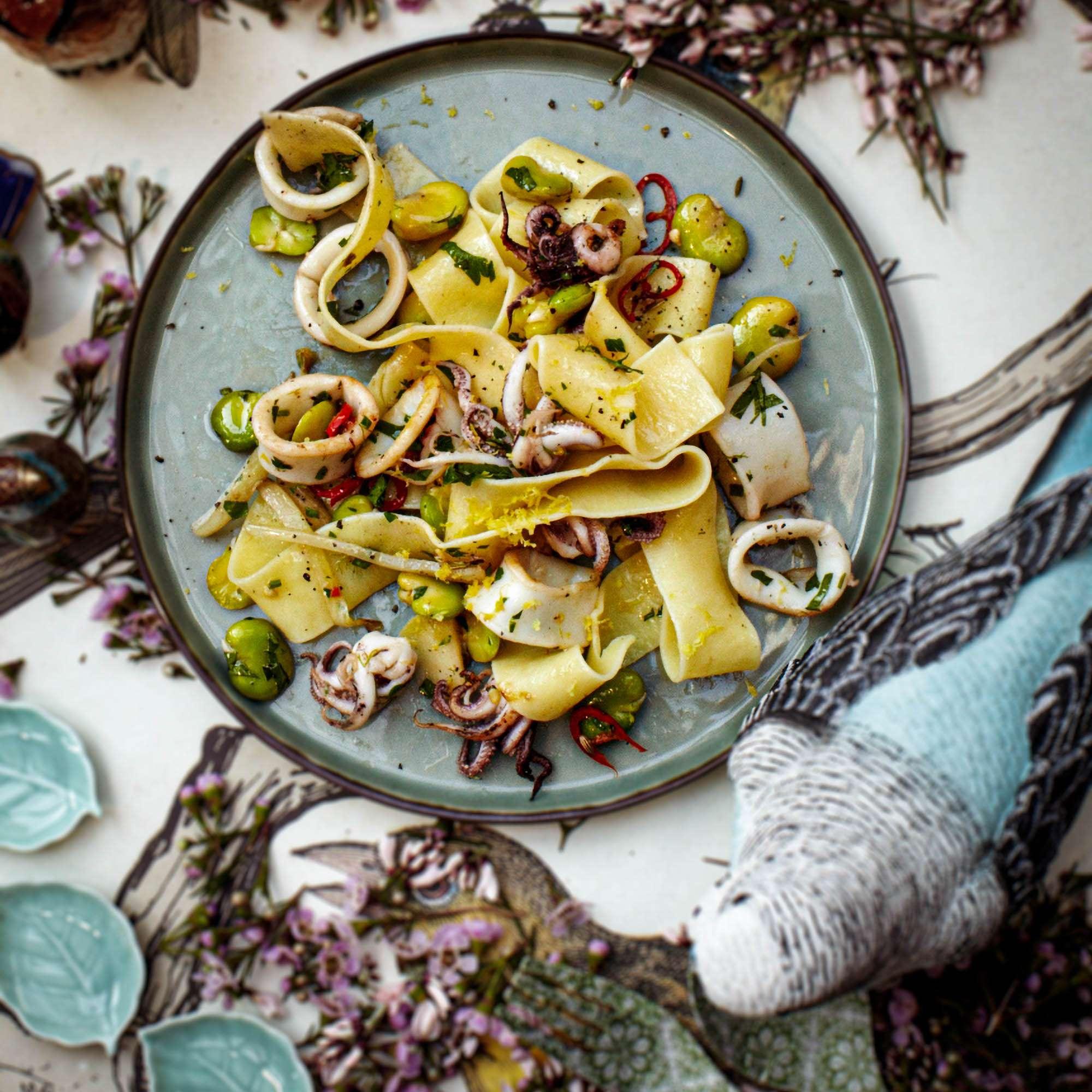 Pappardelle mit Fenchel, Saubohnen und Calamari