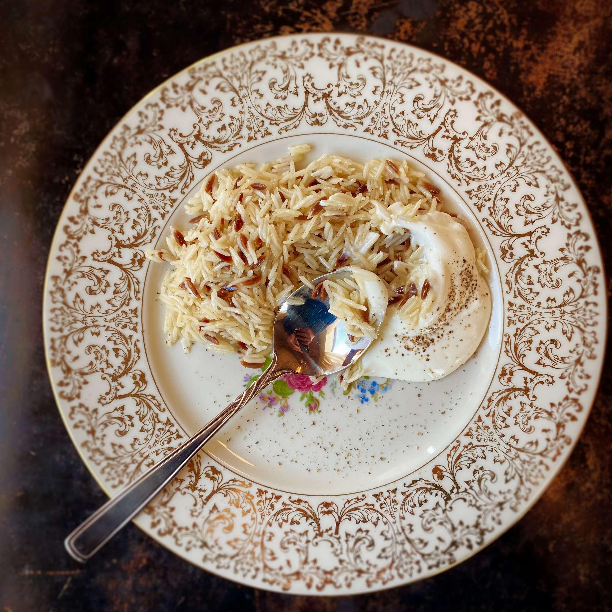 Reis mit kleinen Nudeln und Joghurt