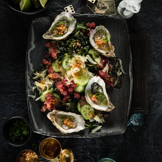 Pomelo mit Algen-Thunfisch-Salat und Austern
