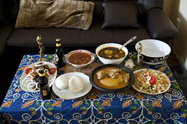 Tilapia mit Gravy und Okra Soup