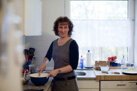 Gwénola Martens, 43, Frankreich, backt Quiche Lorraine