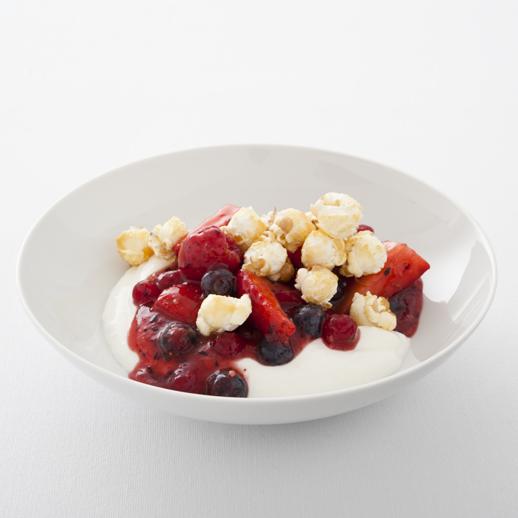 Ingwer Joghurt mit Sommerbeeren und süßem Popcorn